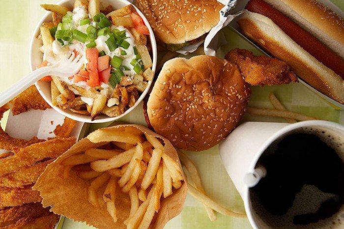 10 alimentos que todos deveriam evitar (independente do objetivo)