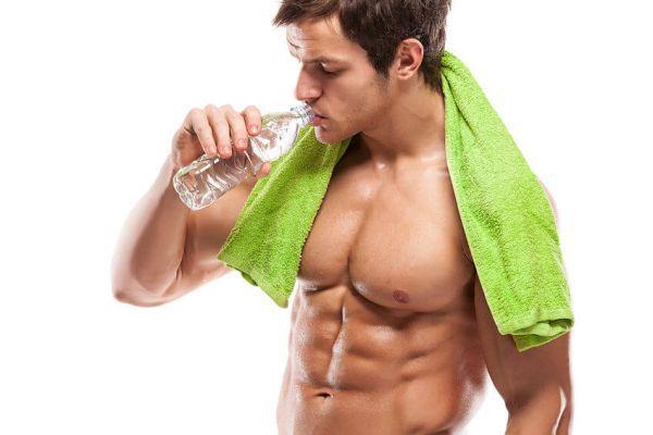 Quanta água devemos tomar por dia?